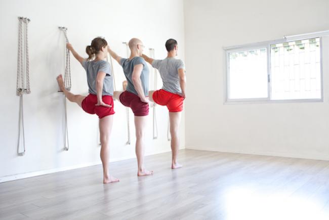מה היא שיטת איינגאר יוגה ומה מייחד אותה משיטות אחרות?