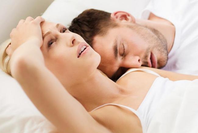 טיפול יעיל ונוח לנחירות ודום נשימה בשינה – התקן דנטלי